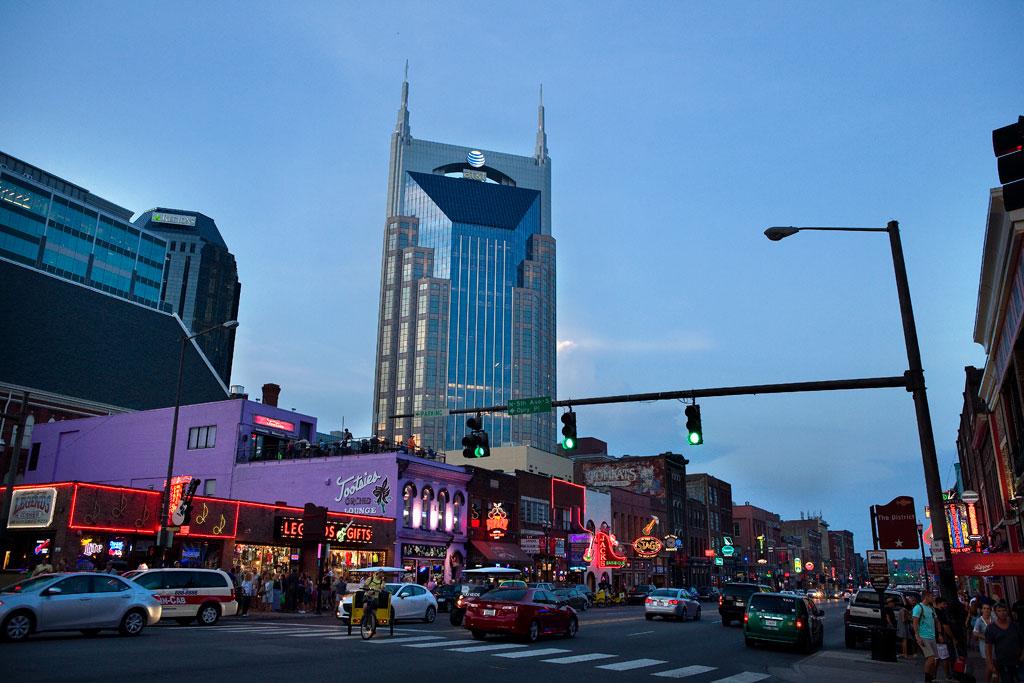 Nashville,-Broadway,-webb
